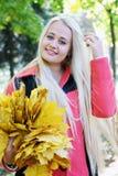 Blondes Haar richtet gerade Stockfoto
