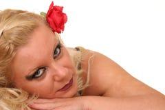 Blondes Haar und stieg Lizenzfreie Stockfotografie