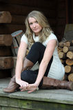 Blondes jugendlich auf Portal Lizenzfreie Stockfotografie