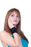 Blondes jugendlich mit großer schwarzer Perlenhalskette Lizenzfreie Stockfotografie