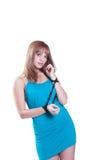 Blondes jugendlich mit großer schwarzer Perlenhalskette Stockfotografie
