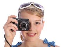 Blondes Jugendlichphotographmädchen mit Kamera Lizenzfreie Stockbilder