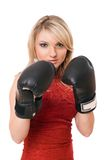 Blondes junges Mädchen in den Verpackenhandschuhen Stockfotos