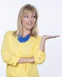 Blondes kaukasisches Frauen-Lächeln Stockfotos