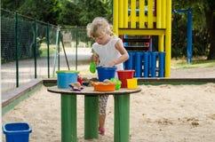 Blondes Kind auf Spielplatz Lizenzfreies Stockfoto