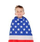 Blondes Kind eingewickelt auf amerikanischer Flagge Stockbild