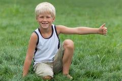 Blondes Kind mit großer Stimmung Lizenzfreie Stockbilder