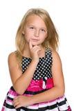 Blondes kleines Mädchen denkt Stockbild