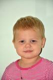 Blondes kleines nettes Mädchen zu Hause Lizenzfreies Stockbild
