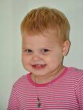 Blondes kleines nettes Mädchen zu Hause Lizenzfreies Stockfoto
