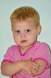 Blondes kleines nettes Mädchen zu Hause Lizenzfreie Stockbilder