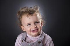 Blondes Lachen des kleinen Mädchens Lizenzfreies Stockbild