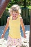 Blondes lachendes Mädchen Lizenzfreies Stockfoto