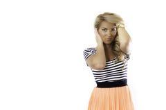 Blondes Latina-Mädchen übergibt Hauptgolduhr Lizenzfreies Stockbild