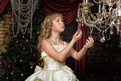 Blondes Mädchen in Abendkleiderprinzessin Lizenzfreies Stockbild