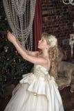 Blondes Mädchen in Abendkleiderprinzessin Stockbilder