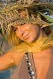 Blondes Mädchen auf dem Gebiet Stockbild