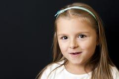 Blondes Mädchen auf Schwarzem Lizenzfreie Stockfotografie