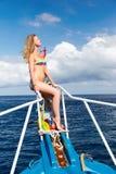 Blondes Mädchen auf Yacht Lizenzfreie Stockbilder