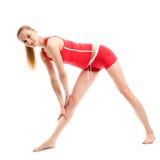 Blondes Mädchen, das gymnastische Übungen tut Lizenzfreies Stockfoto