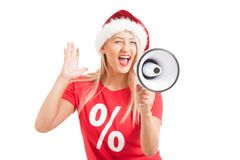 Blondes Mädchen, das Megaphon auf weißem Hintergrund hält Lizenzfreie Stockfotos