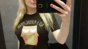 Blondes Mädchen, das selfie nimmt Lizenzfreie Stockbilder