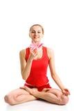 Blondes Mädchen in der Yogahaltung Lizenzfreies Stockbild
