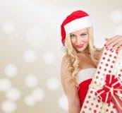 Blondes Mädchen gekleidet als Santa Claus Stockfotografie