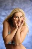 Blondes Mädchen im Bikini Stockbilder