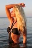 Blondes Mädchen im Bikini Stockbild