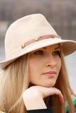 Blondes Mädchen im Hut Lizenzfreie Stockfotografie