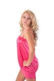 Blondes Mädchen im rosafarbenen Kittel Stockfotos