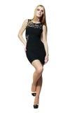 Blondes Mädchen im schwarzen Kleid Stockbilder