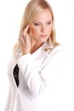 Blondes Mädchen im Weiß. Stockfotos
