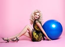 Blondes Mädchen mit Ballonen Lizenzfreies Stockbild
