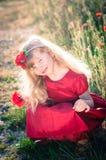 Blondes Mädchen mit Blumen Lizenzfreie Stockfotos