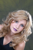 Blondes Mädchen mit dem langen Haar stockbild