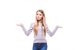 blondes Mädchen mit den rised Händen auf weißem Hintergrund Lizenzfreie Stockfotos