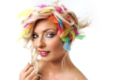 Blondes Mädchen mit Federn Lizenzfreies Stockfoto