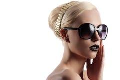 Blondes Mädchen mit Haarart Lizenzfreie Stockfotografie