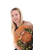 Blondes Mädchen mit handgemachtem Hut lizenzfreies stockfoto