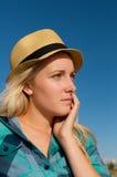 Blondes Mädchen mit Hut Stockbilder
