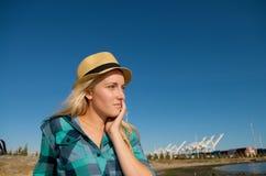 Blondes Mädchen mit Hut Stockbild