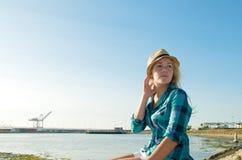 Blondes Mädchen mit Hut Lizenzfreie Stockfotografie