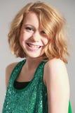 Blondes Mädchen mit Klammern Lizenzfreie Stockbilder