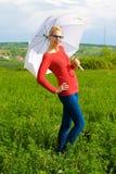 Blondes Mädchen mit Regenschirm Stockfotos