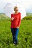 Blondes Mädchen mit Regenschirm Stockbilder