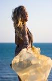 Blondes Mädchen mit Schal Lizenzfreies Stockfoto