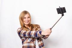 Blondes Mädchen mit selfie Stock Stockfotografie