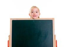 Blondes Mädchen mit Tafel Stockbilder